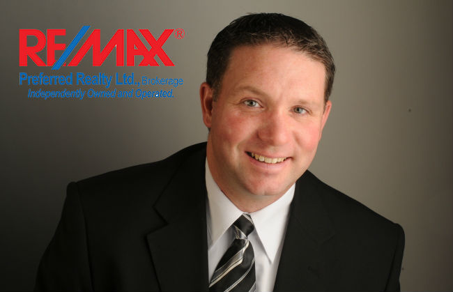 Steve Blais - agent photo 650 x 420 with REMAX logo